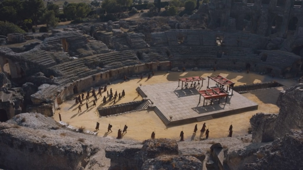 The show version of the Dragonpit is apparently outside the city. I admit, this is a pretty cool-looking set.