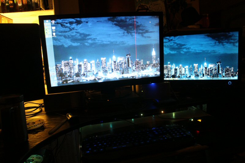 Hm. I guess I took this before I set the wallpaper to span both monitors. Oh well. I did.