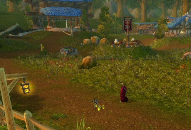 The red flag in the middle of the scene marks the griffin roost, which is your player taxi service. This one was new in Cataclysm. Before this, fast travel points were fewer and much father between.